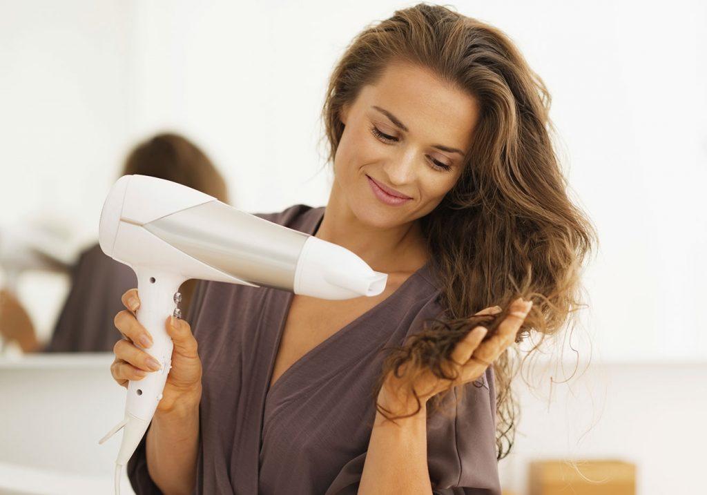 secando o cabelo